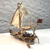 Vidéo, cours arts plastiques, maquette de bateau en bois flotté